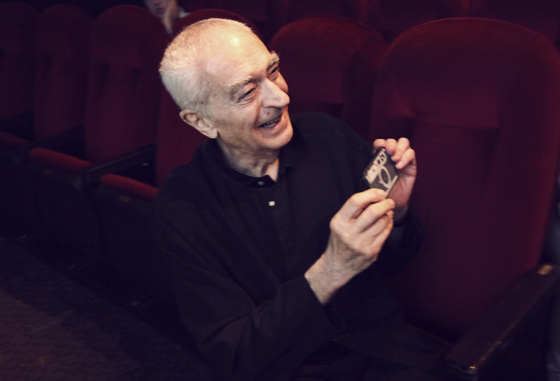 Massimo Vignelli Showing off his iPhone!